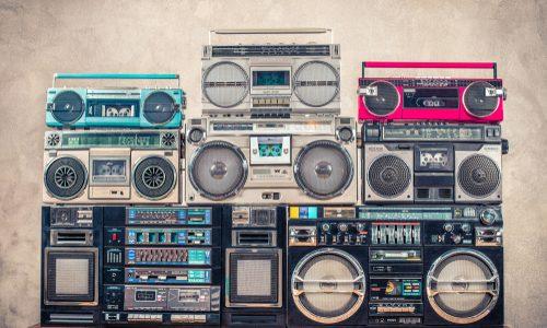 作業で缶詰になった時はラジオが重要な情報源になっている話