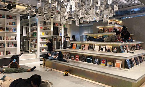 """""""泊まれる本屋""""で話題の「BOOK AND BED TOKYO 心斎橋」の宿泊レポ"""