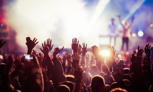 コンサートのチケット代80,000円は高いか安いか?