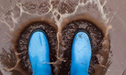 雨を快適に過ごすための最強に近いフットギア