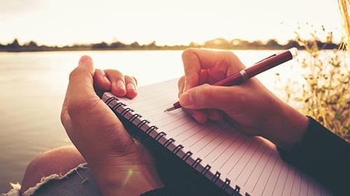 手書きで日記やメモをとるとポジティブになれるワケ